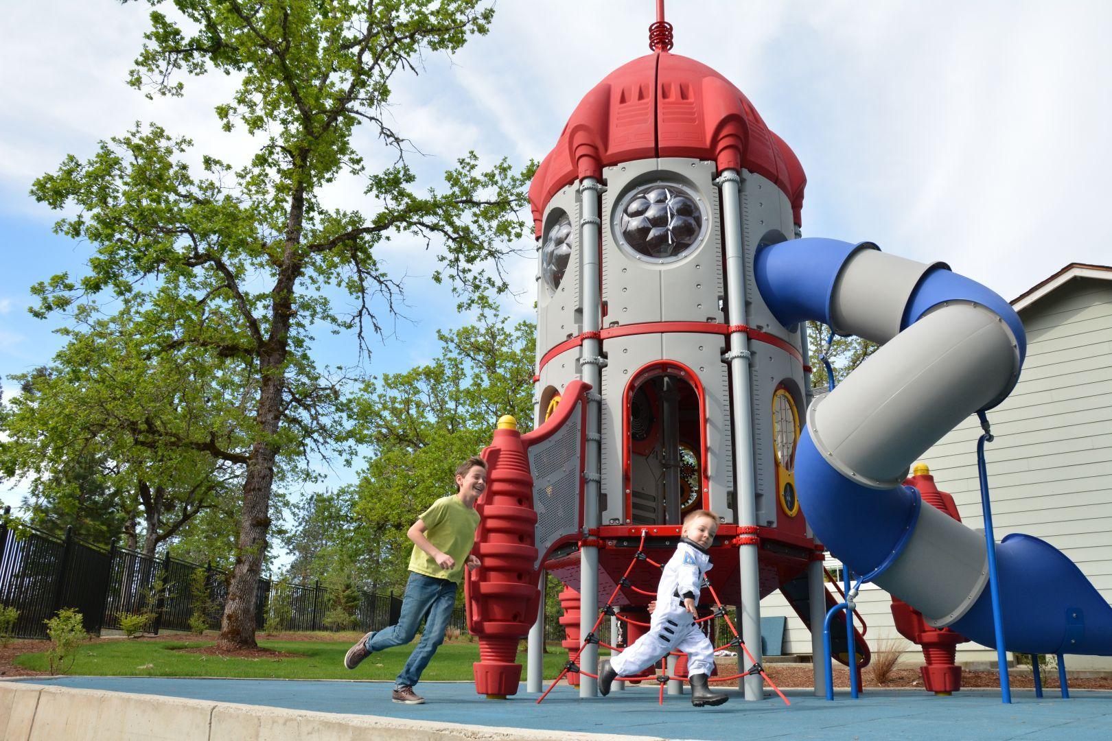 מתקני משחקים | פרויקט פארק רמת כרמים אשקלון | מתקן מגלשות וטיפוס מונגש | מתקני שעשוע