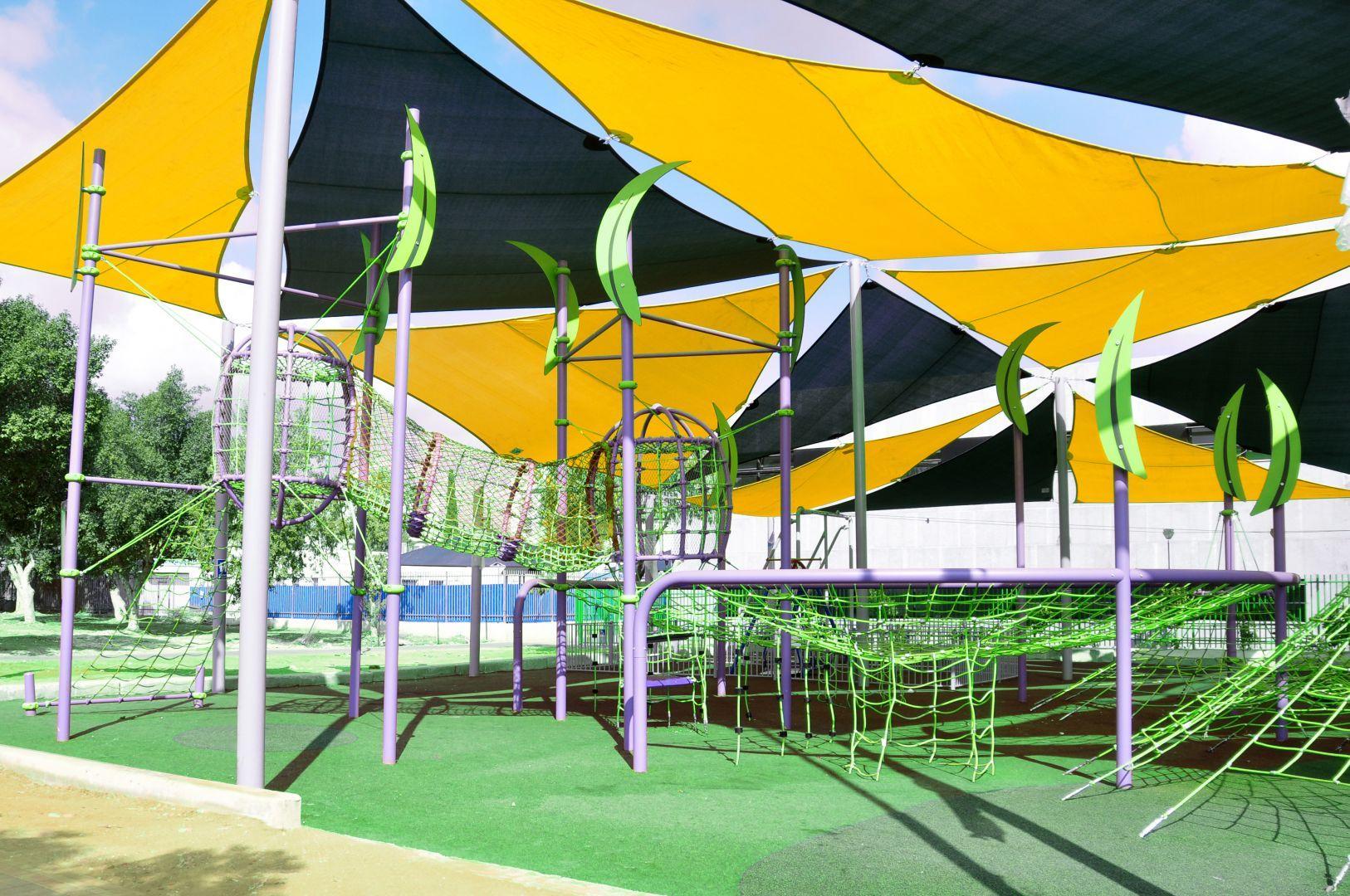 מתקני משחקים | פרויקט פארק השופטים קרית גת | מתקן טיפוס | מתקני שעשוע