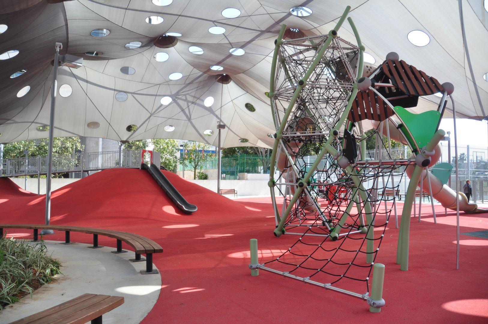 מתקני משחקים | פרויקט תוצרת הארץ בתל אביב | מתקני שעשועים